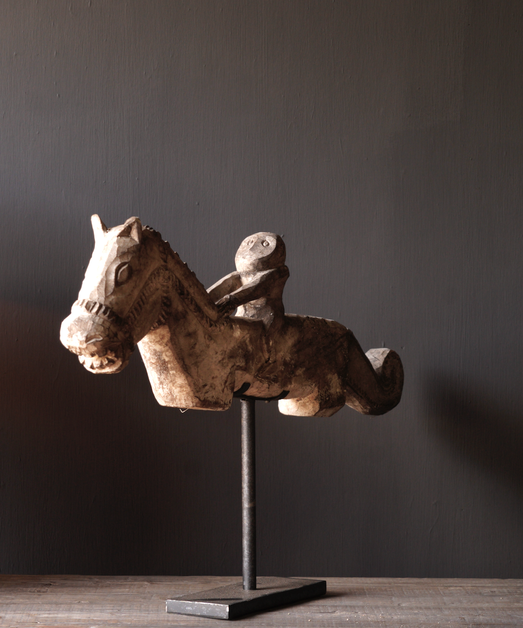 Oud Uniek houten paard op ijzeren standaard-7