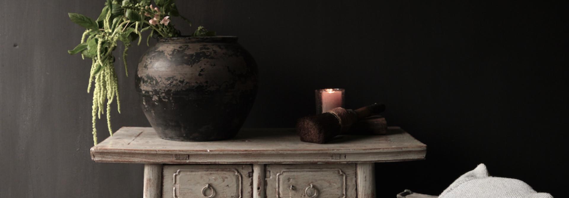 Authentisch Einzigartiger alter Wandtisch / Beistelltisch / Badezimmermöbel mit grau lackierten Schubladen