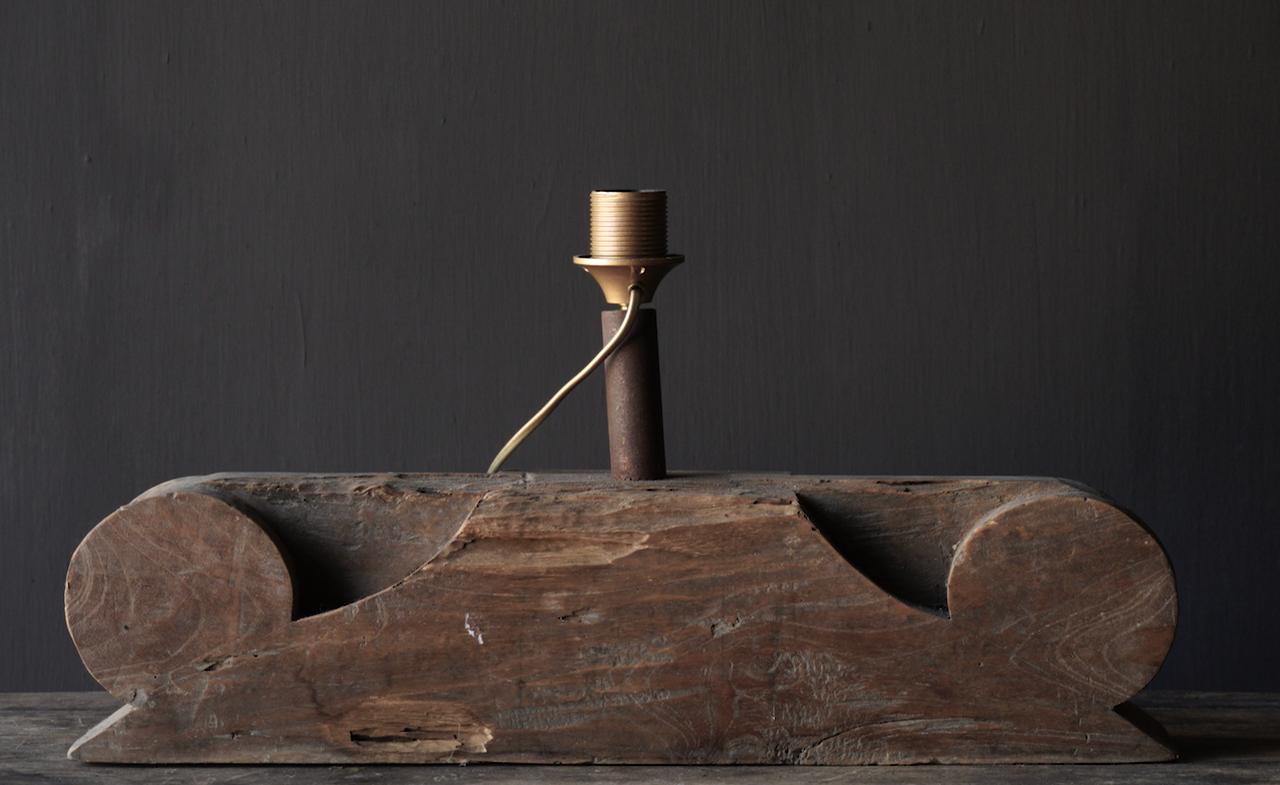 Tischlampe aus altem Ornament-4