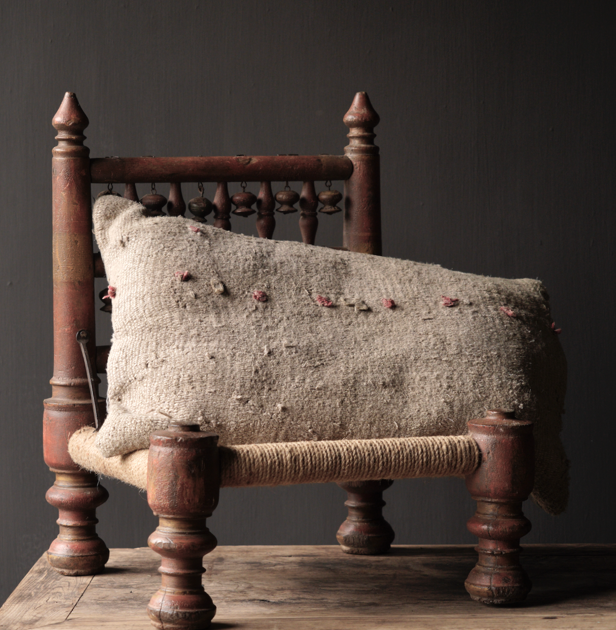 Authentiek oud Uniek laag stoeltje-2