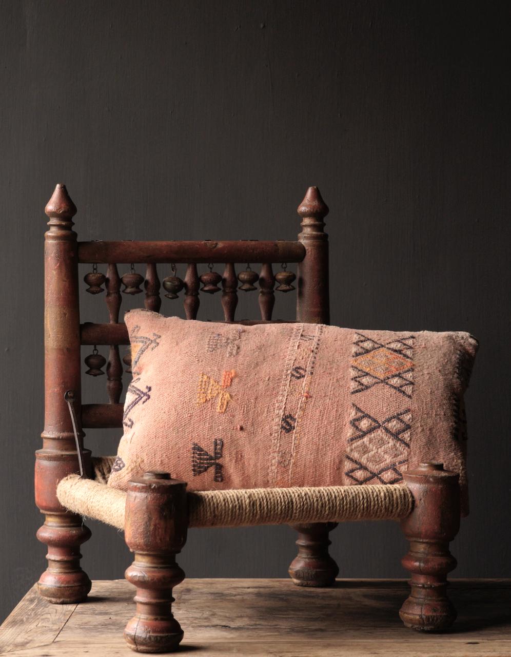 Authentiek oud Uniek laag stoeltje-3