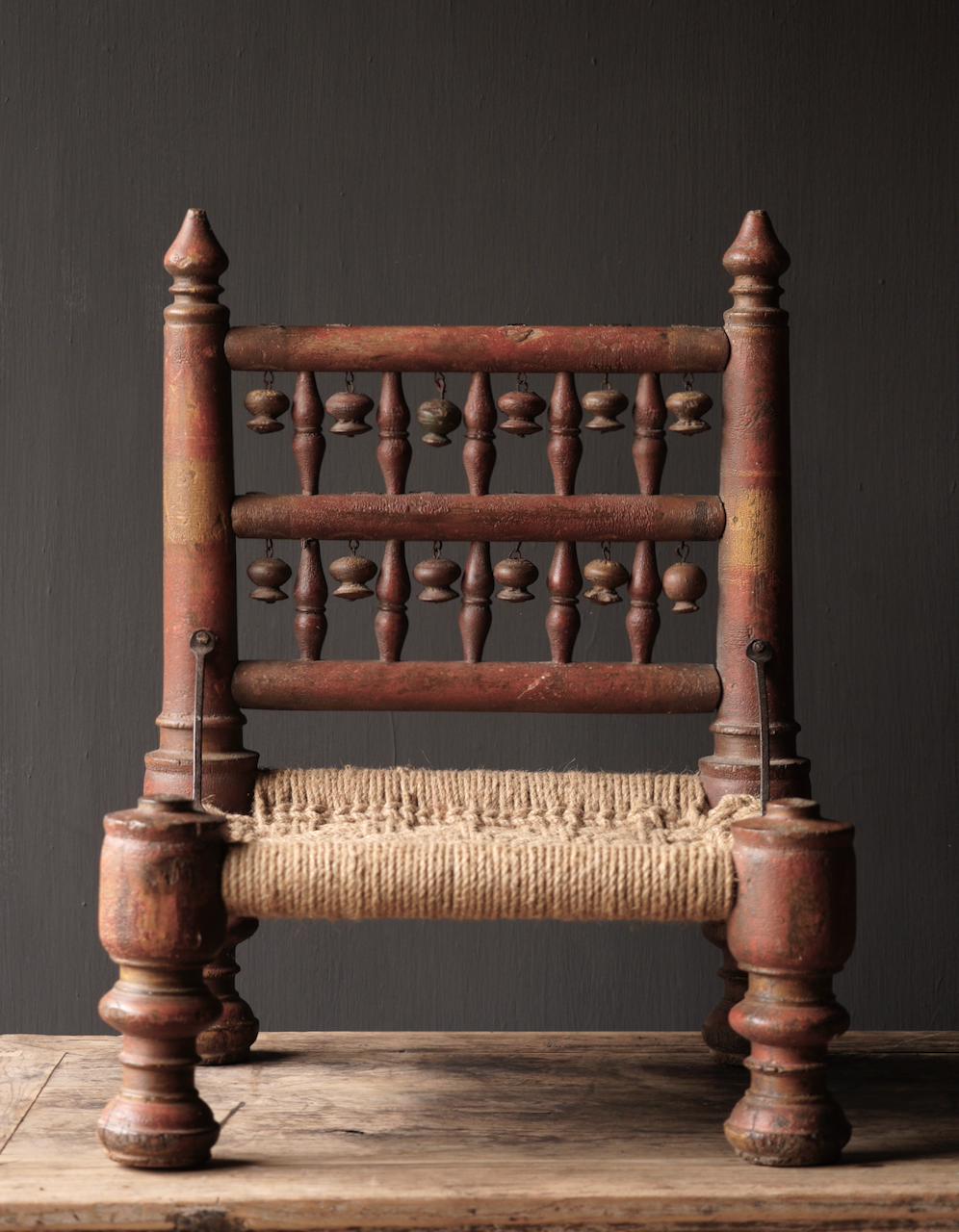Authentiek oud Uniek laag stoeltje-5