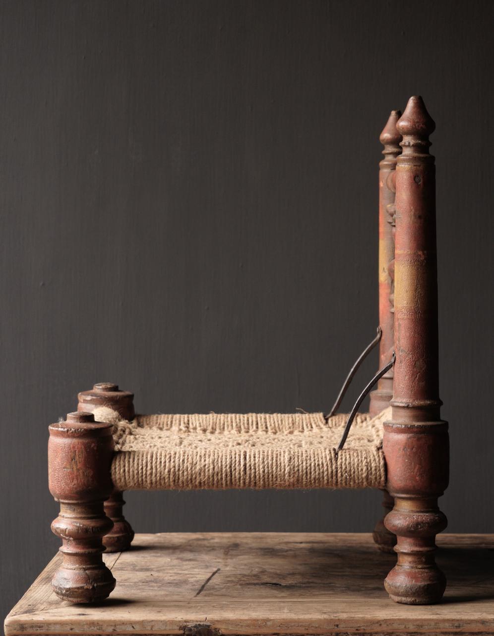 Authentiek oud Uniek laag stoeltje-6