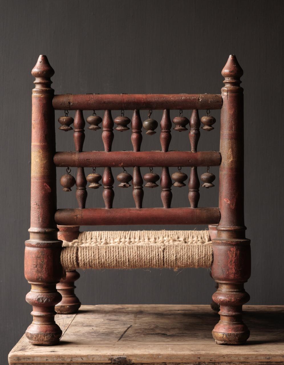 Authentiek oud Uniek laag stoeltje-7
