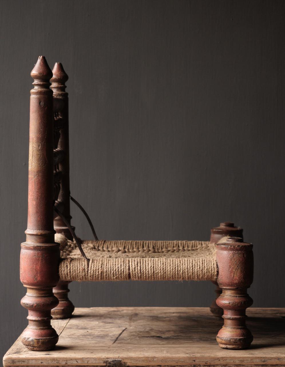 Authentiek oud Uniek laag stoeltje-8