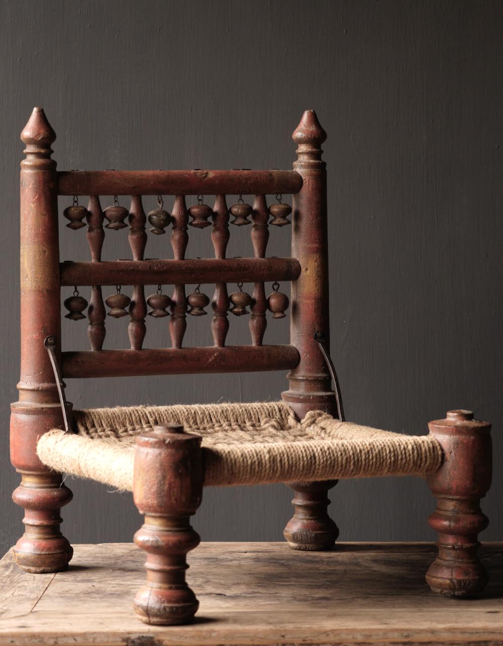 Authentiek oud Uniek laag stoeltje-9