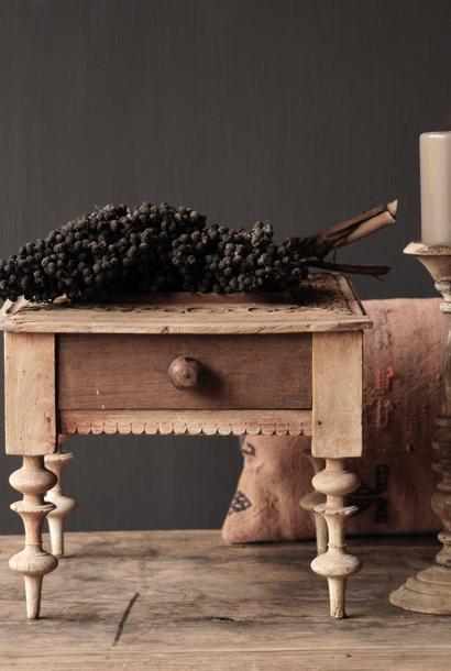Einzigartiger alter authentischer Holzminitisch