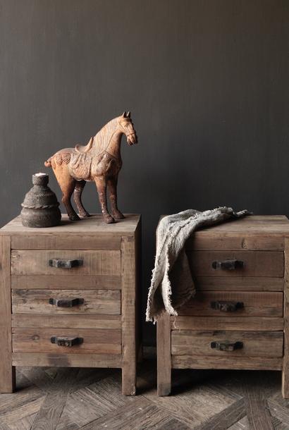 Oud driftwood houten kastje   oftewel nachtkastje met lades