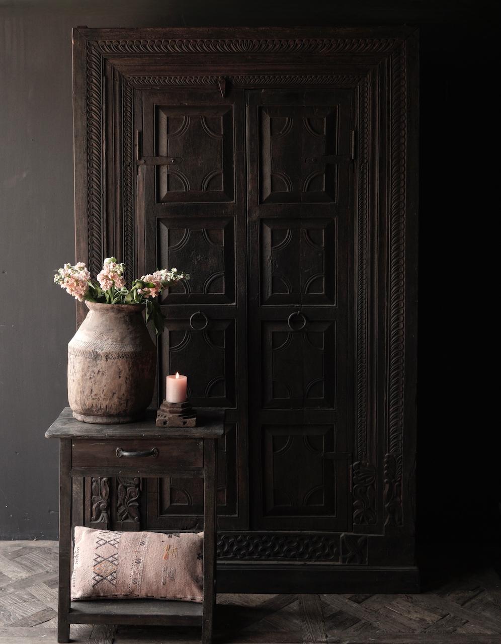 Oude Unieke Indische ( Wabi Sabi) kast twee deurs-1