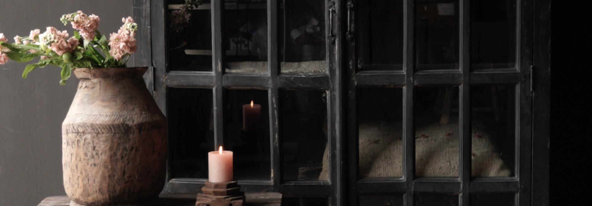 Stoer Indisch antiek houten Vitrine kast