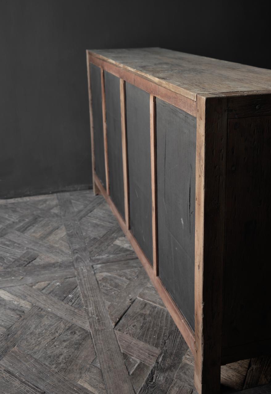 Prachtig  vergrijsd  Stoer  oud houten Dressoir met vier deurtjes-6