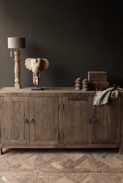 GERESERVEERD Prachtig  vergrijsd  Stoer  oud houten Dressoir met vier deurtjes