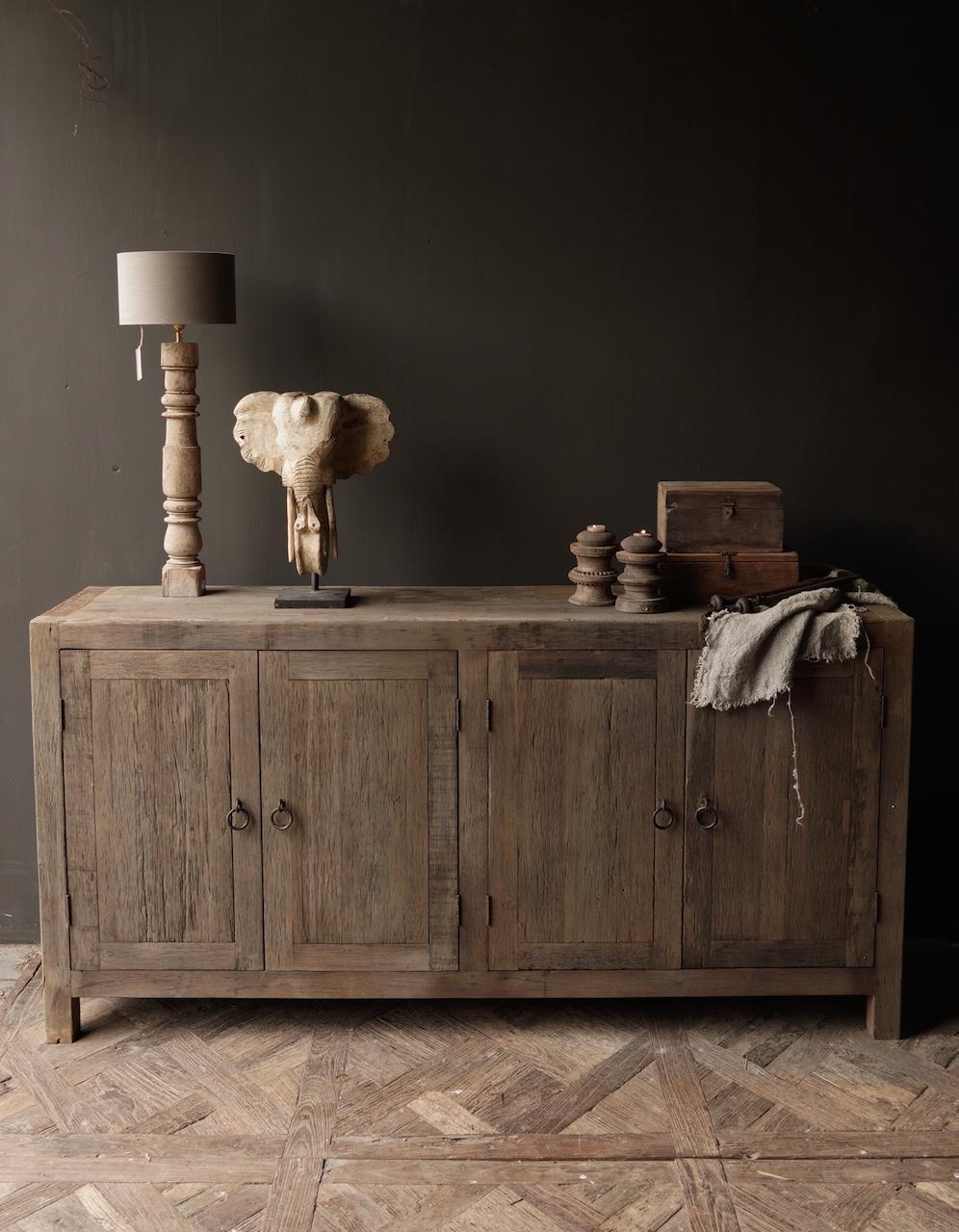 Prachtig  vergrijsd  Stoer  oud houten Dressoir met vier deurtjes-1