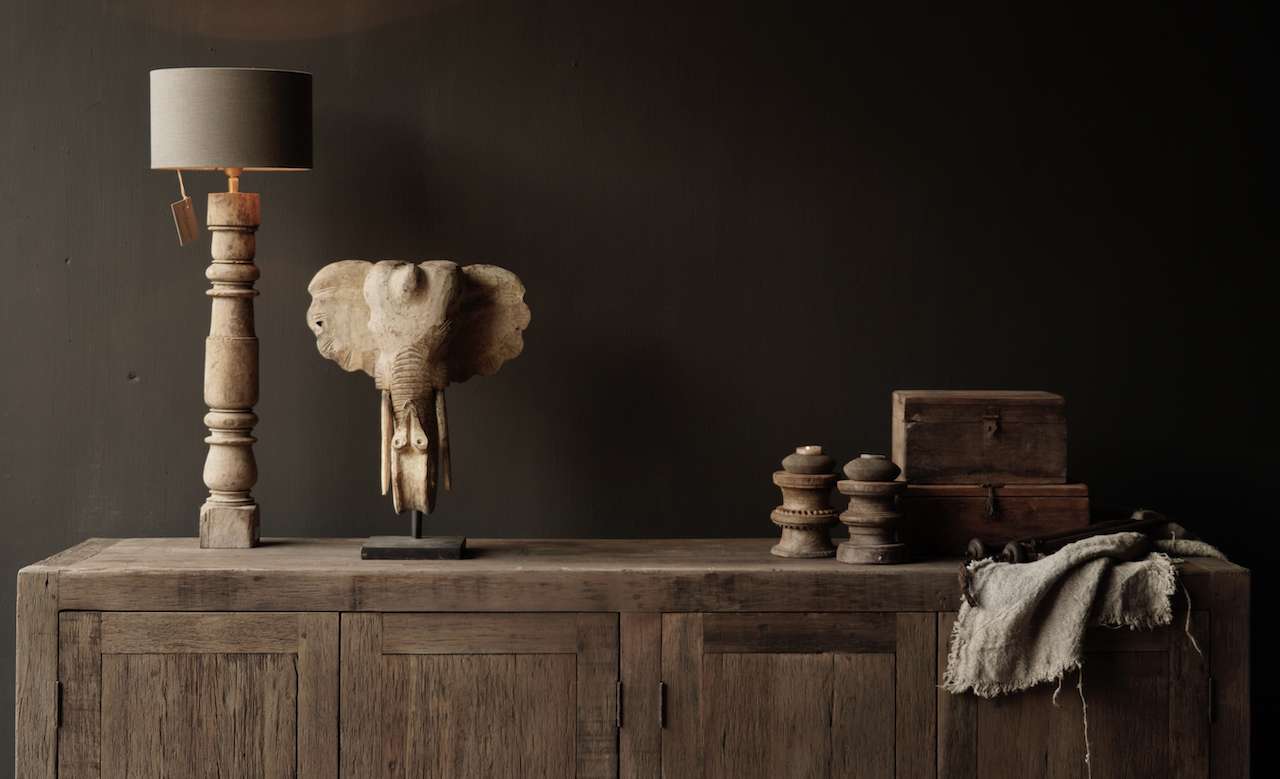Prachtig  vergrijsd  Stoer  oud houten Dressoir met vier deurtjes-3