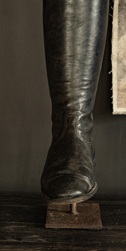 Old riding boots lamp base-3