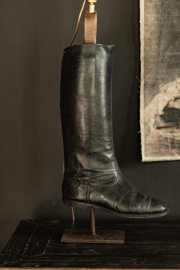 Old riding boots lamp base-4