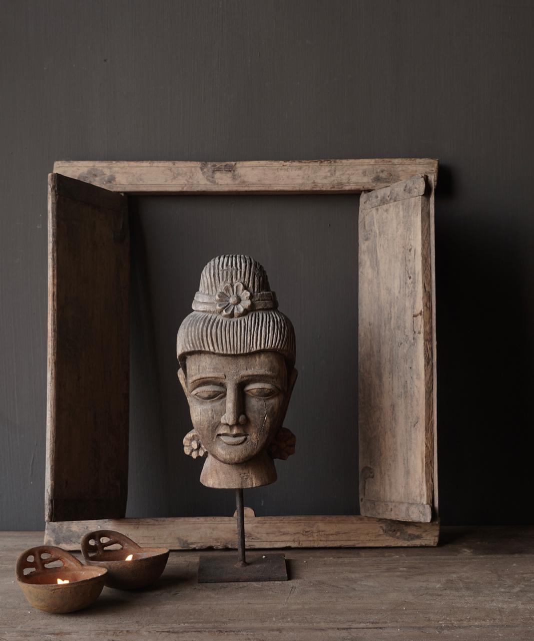 Oud vergrijsd houten  boeddha hoofd-1
