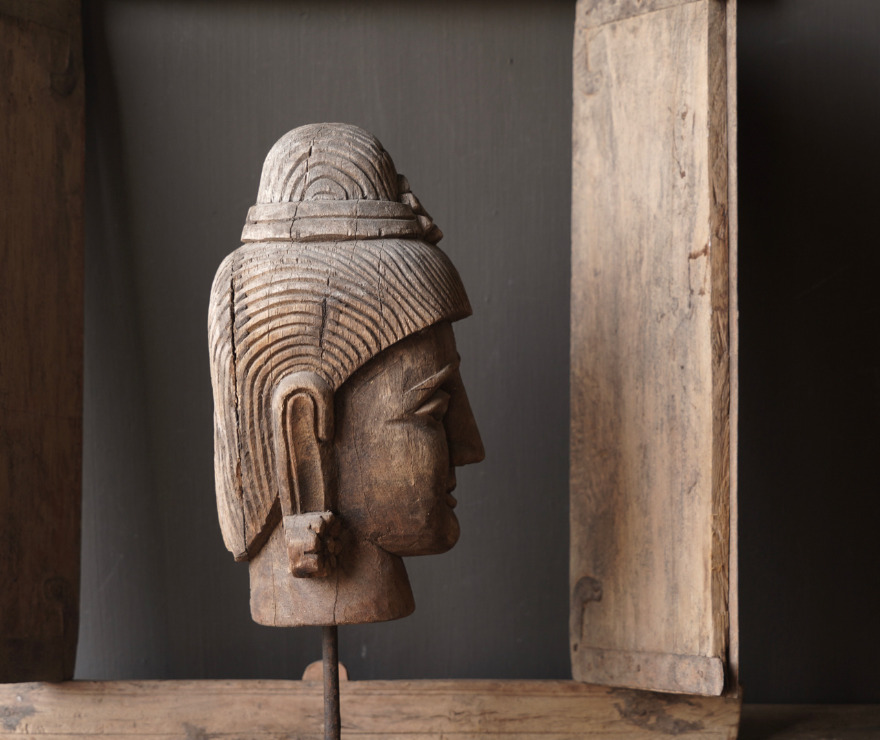 Oud vergrijsd houten  boeddha hoofd-2