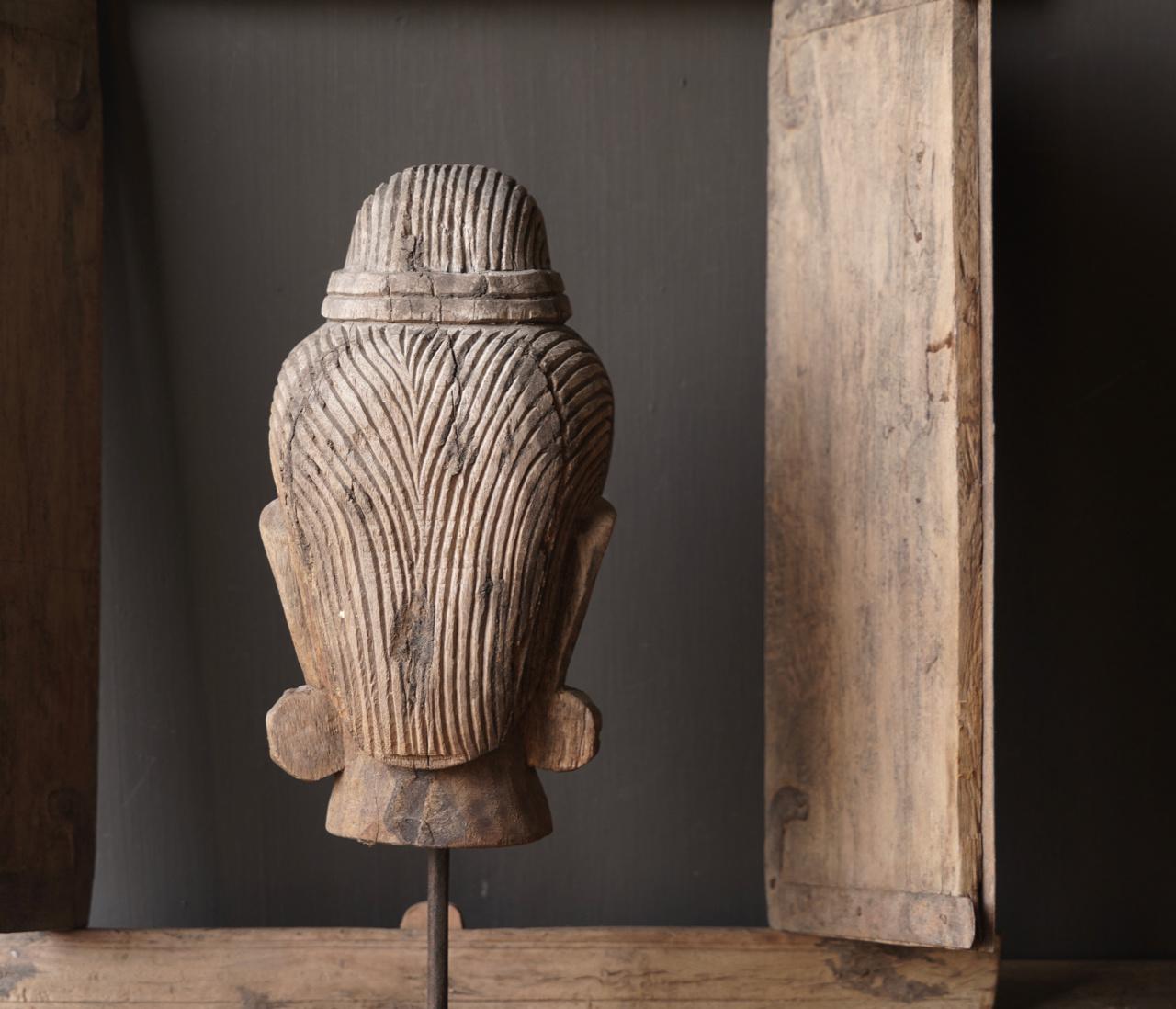 Oud vergrijsd houten  boeddha hoofd-5