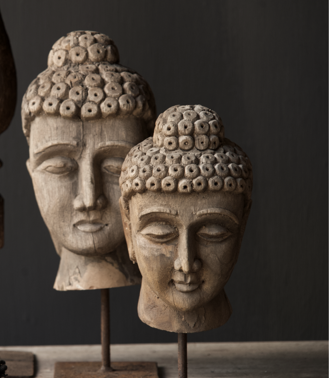 Oud vergrijsd houten buddha hoofd-2