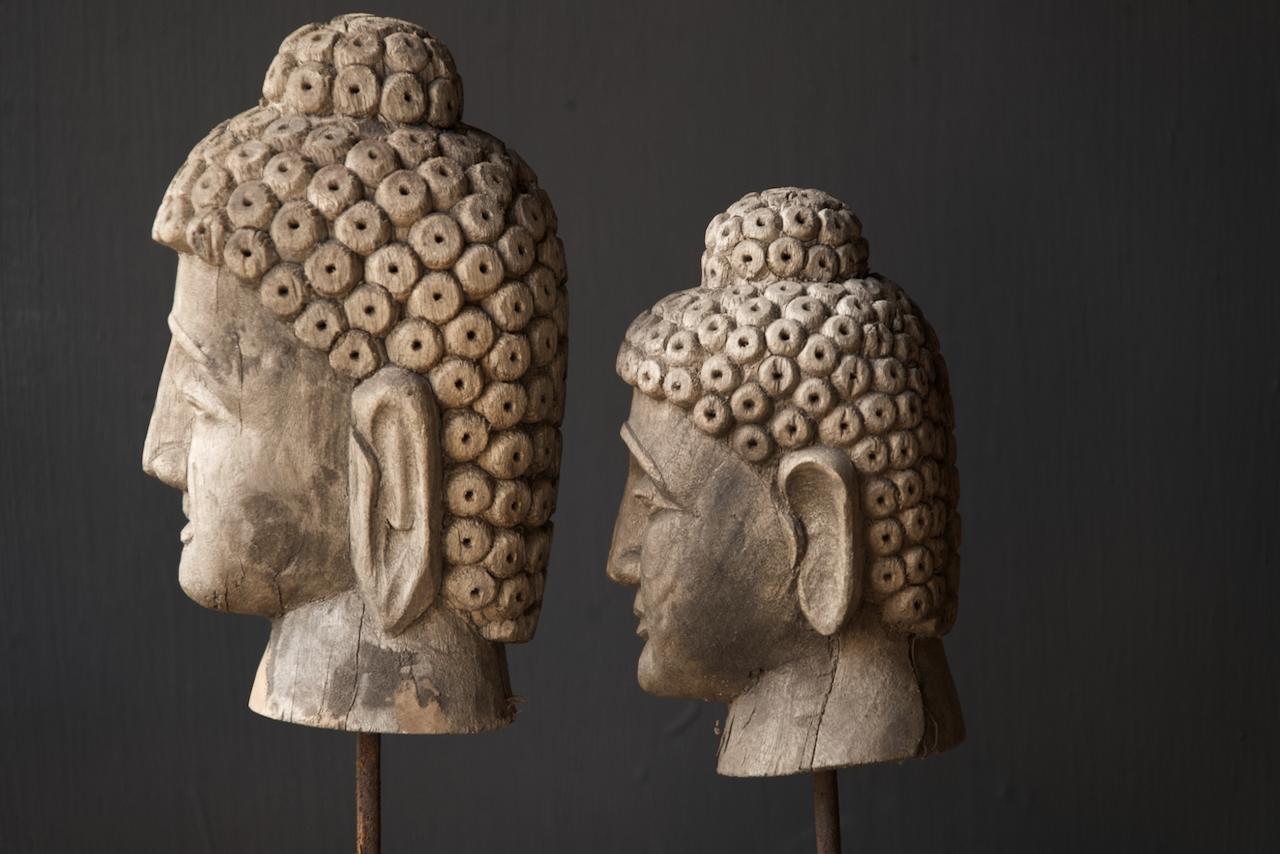 Oud vergrijsd houten buddha hoofd-4
