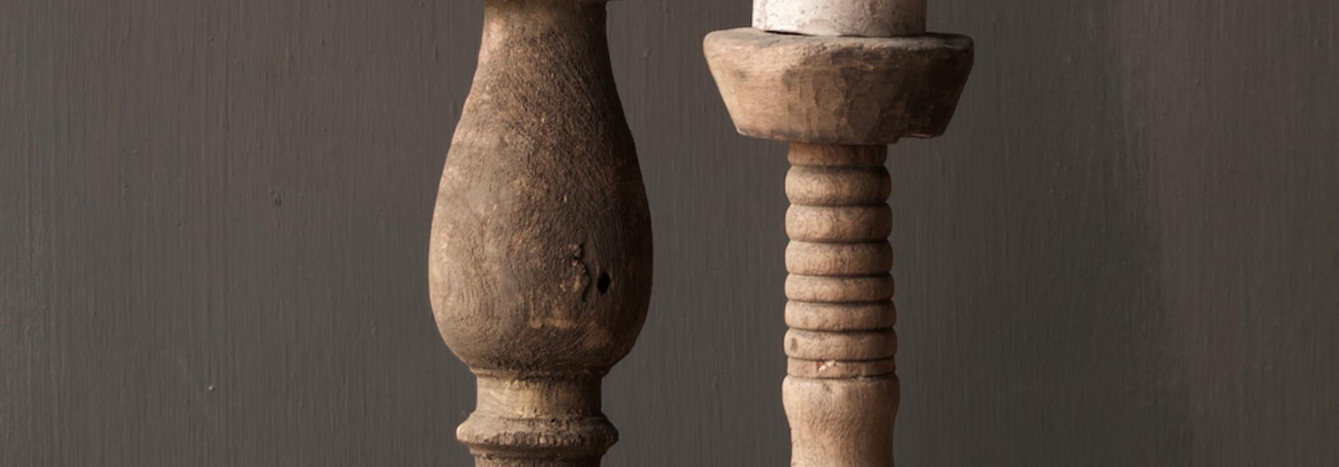 Stoer oud Houten  kandelaar
