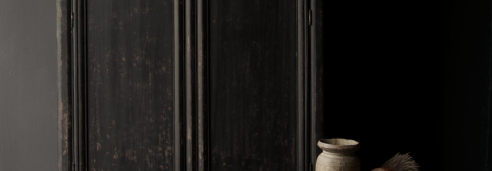 Schöner Tough Rural alter Holzschrank mit zwei Türen