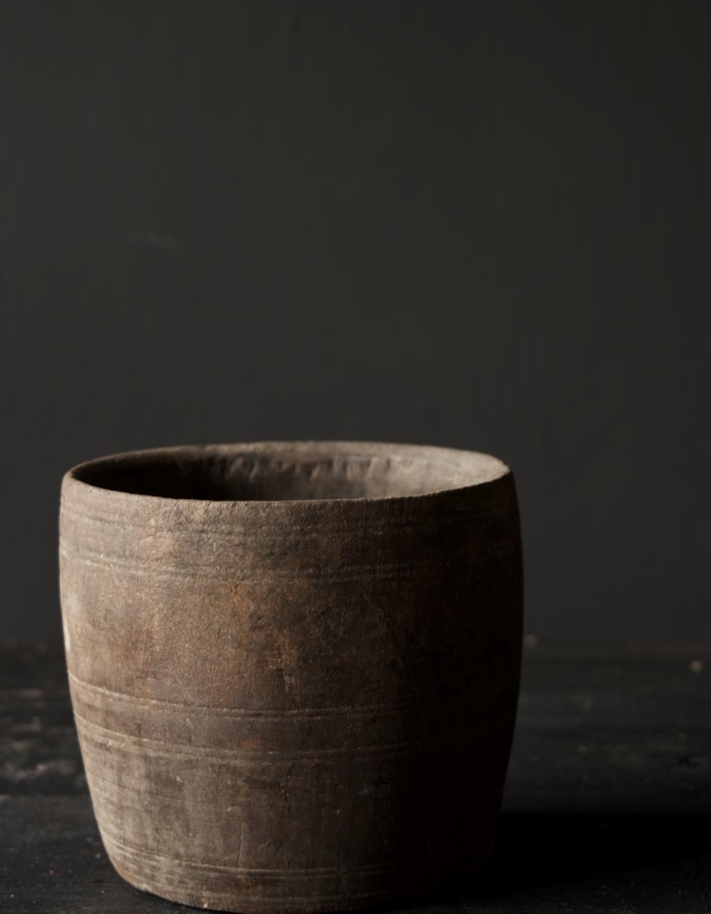 Nepalesischer alter hölzerner Topf oder Vase-4