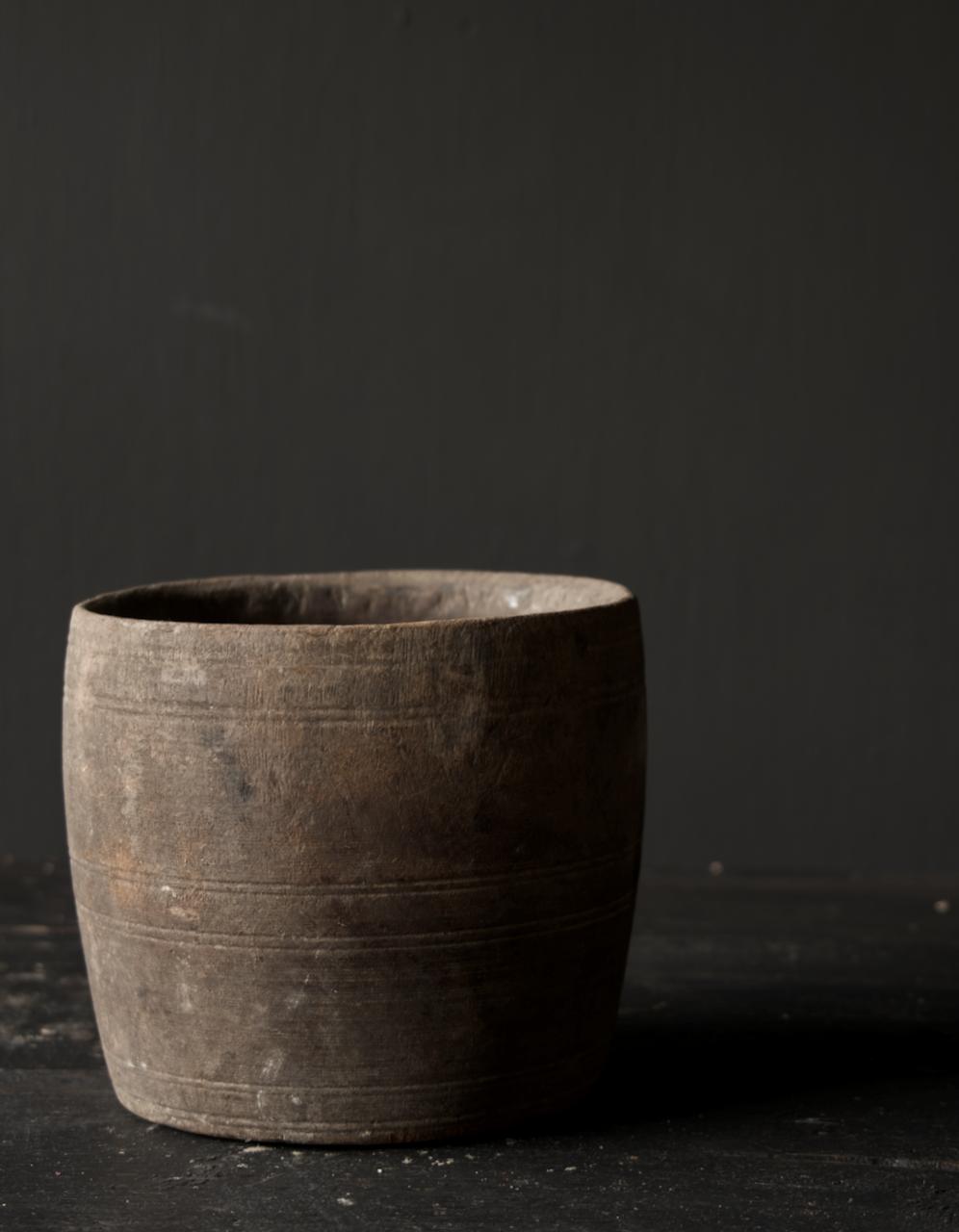 Nepalesischer alter hölzerner Topf oder Vase-6