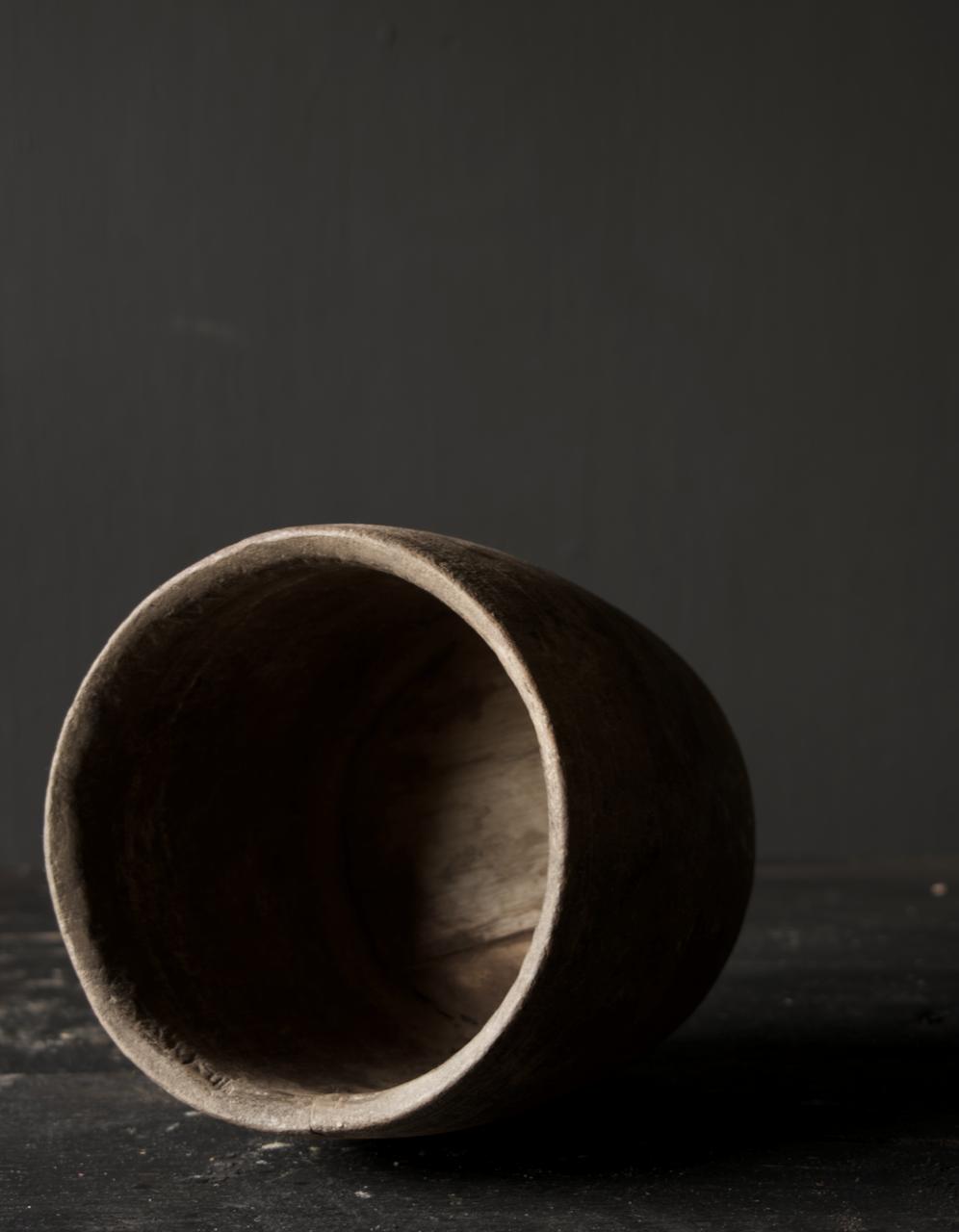 Nepalesischer alter hölzerner Topf oder Vase-7