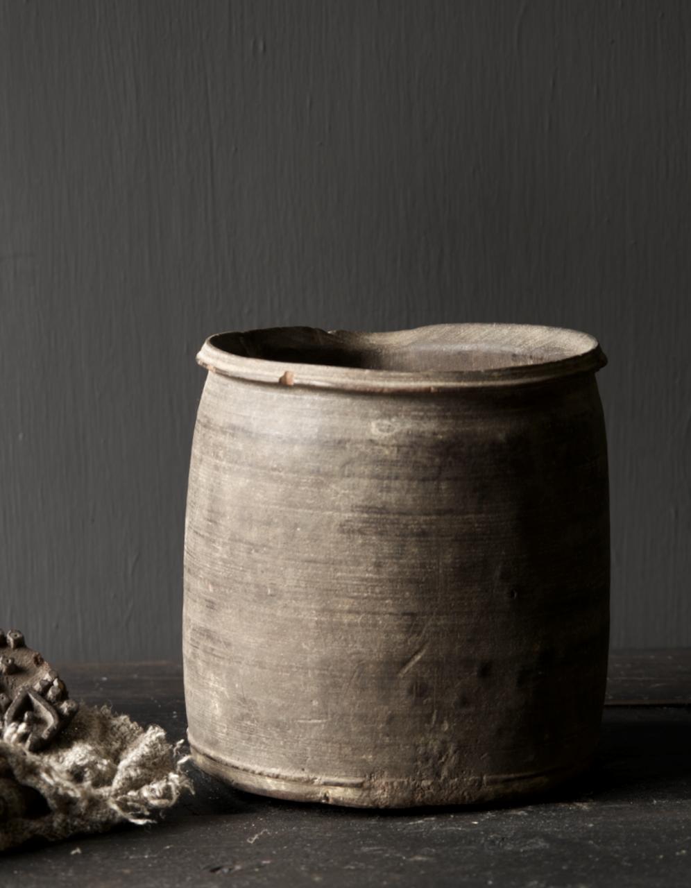 Einzigartiger alter nepalesischer Holztopf mit Ausgießer-3