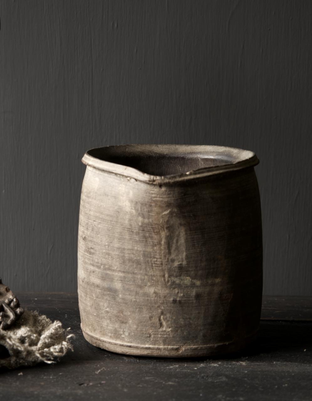 Einzigartiger alter nepalesischer Holztopf mit Ausgießer-5
