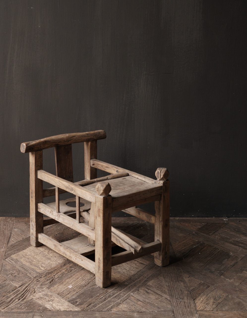 Uniek , Antiek Oud  Indisch houten kinderstoeltje-1