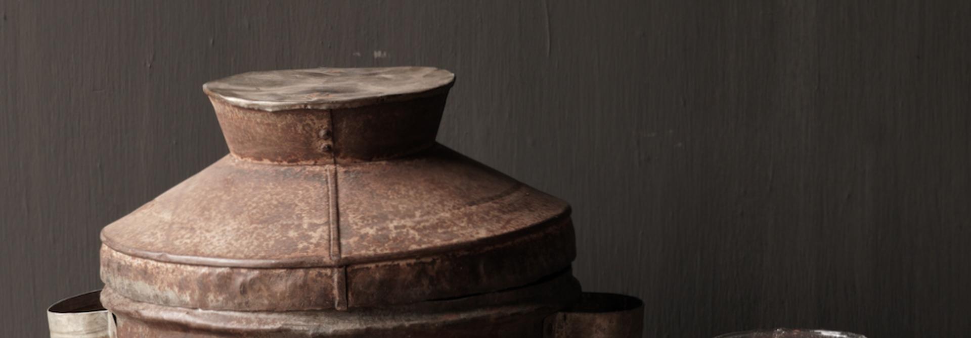 Authentieke  Nepalese ijzeren pot met deksel