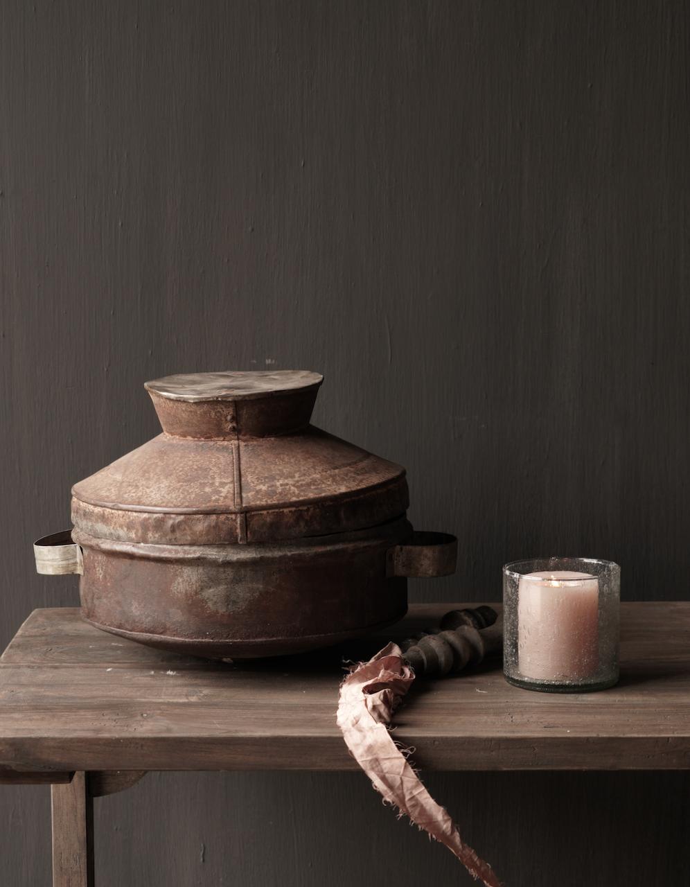 Authentieke  Nepalese ijzeren pot met deksel-1