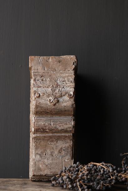 Alter nepalesischer Wandkerzenhalter aus Holz