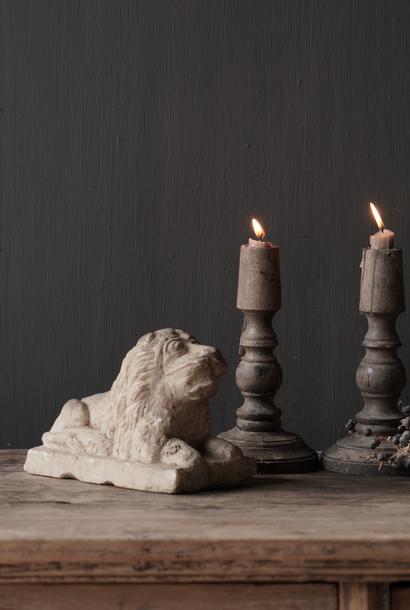 Antiker nepalesischer Löwe aus Natursteinen