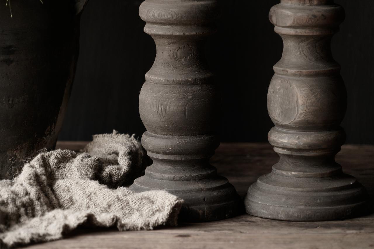 Stoer oud Houten  kandelaar-4
