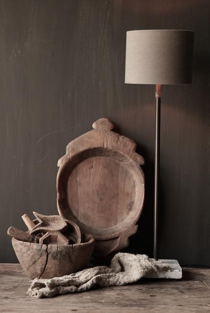 Tischlampe aus Eisen auf Natursteinsockel Aura Peeperkorn