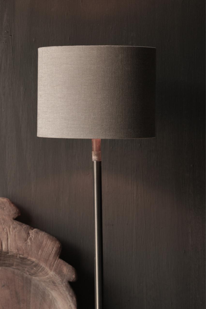 Ijzeren tafellamp  op natuurstenen voetje Aura Peeperkorn-2
