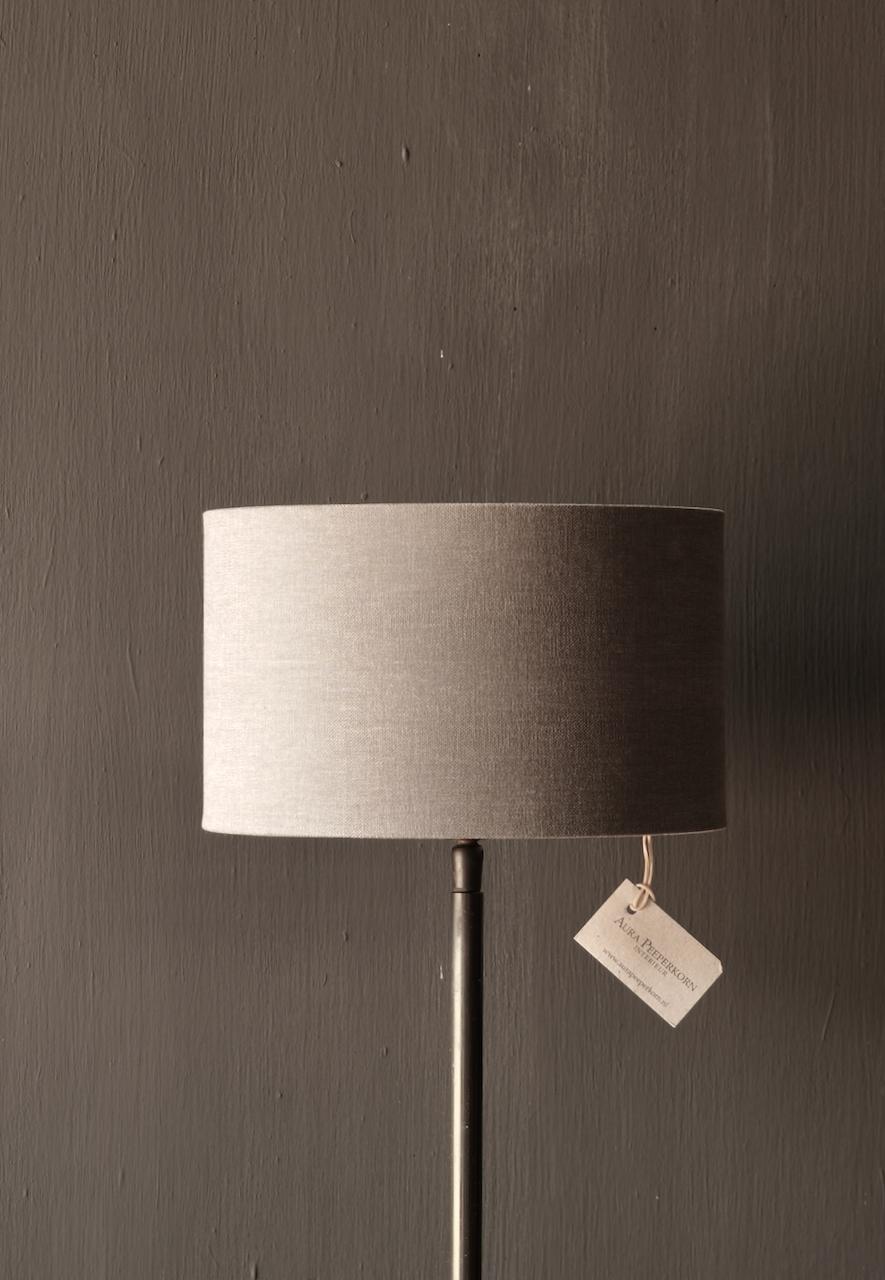 braune runde Eisen-Tischlampe-4