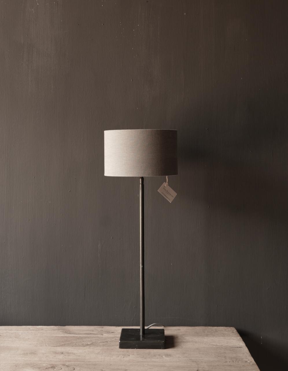 braune runde Eisen-Tischlampe-1