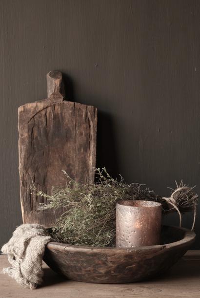 Old wooden serving / bread board shelf