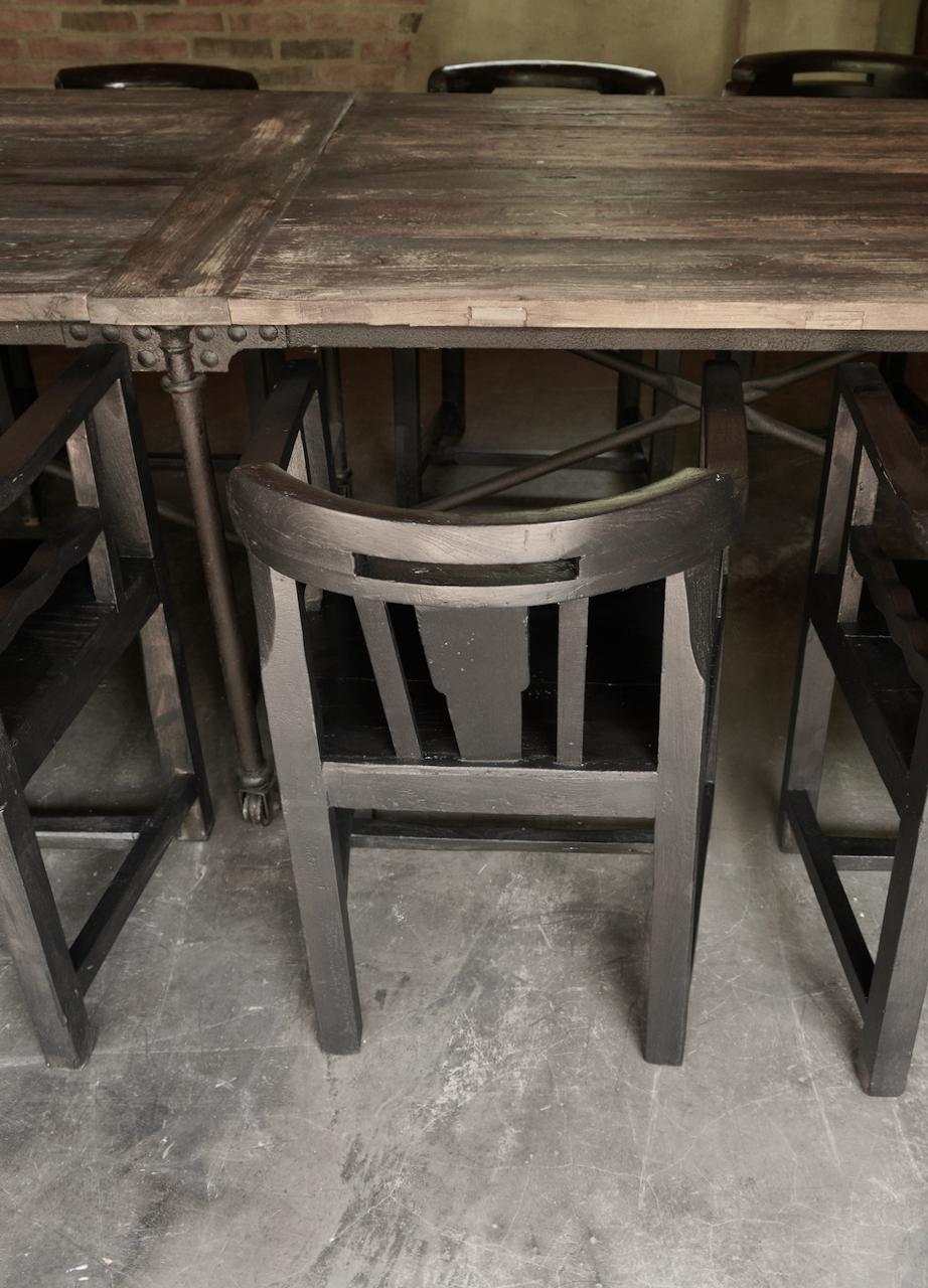 Unieke zwart/bruin houten stoeltjes met ronde leuning-2