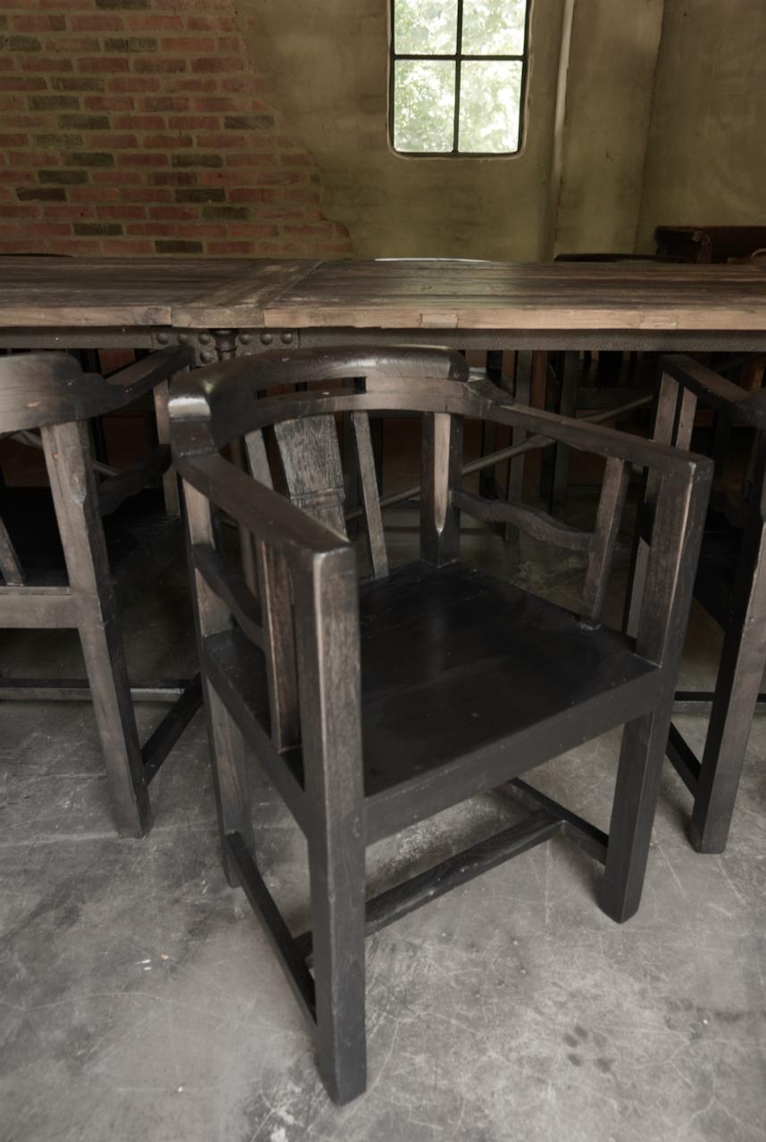 Unieke zwart/bruin houten stoeltjes met ronde leuning-4