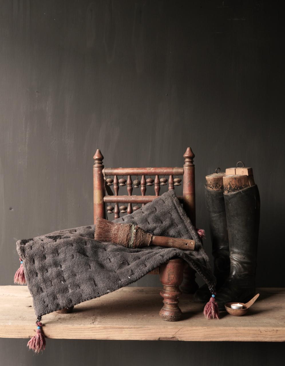 Robuste schwarze dünne Matratze aus altem gebrauchtem Indian Carpet-1