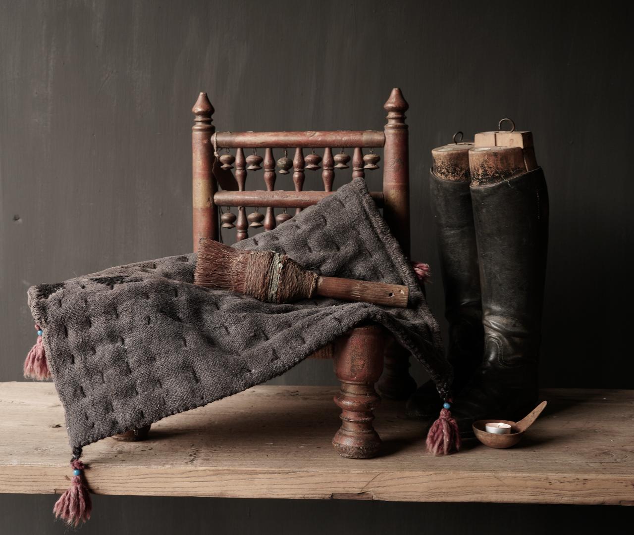 Robuste schwarze dünne Matratze aus altem gebrauchtem Indian Carpet-2