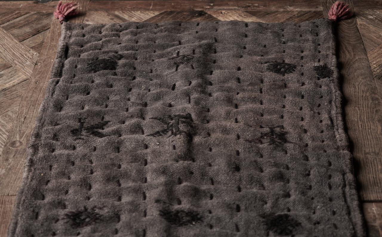 Robuste schwarze dünne Matratze aus altem gebrauchtem Indian Carpet-4