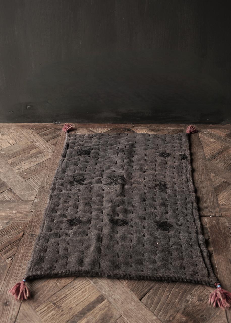 Robuste schwarze dünne Matratze aus altem gebrauchtem Indian Carpet-5
