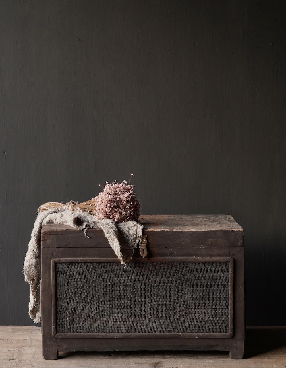 Oude Authentieke houten kistje met gaas-1